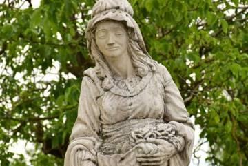 Szent Erzsébet szobra 2