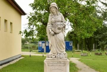 Szent Erzsébet szobra 1